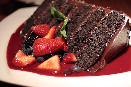 pf-changs-great-wall-of-chocolate-cake-01